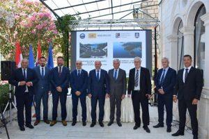 Potpisani ugovori za izgradnju luke Polačište na Korčuli i pristupne ceste