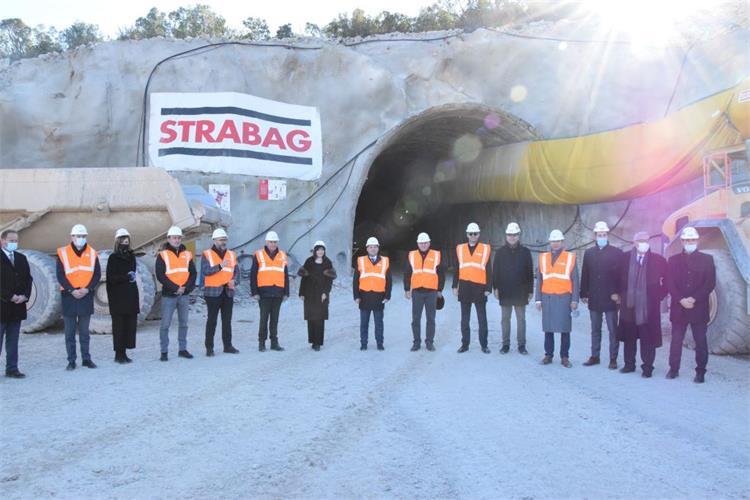 Ministar Butković potpisao ugovore za obnovu luka na području Dubrovačko-neretvanske županije i sudjelovao u obilasku radova na pristupnim cestama Pelješkog mosta