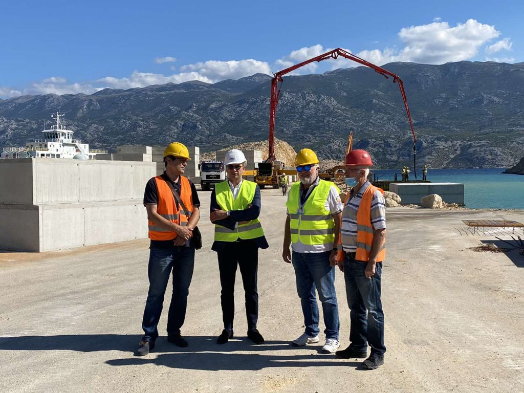 Državni tajnik Josip Bilaver u obilasku radova na trajektnom pristaništu Žigljen